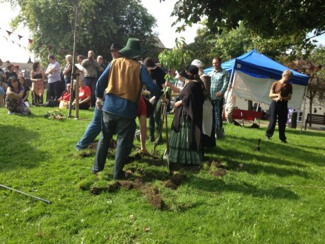 More Digging on The Wiend at the 2nd Wigan Diggers' Festival