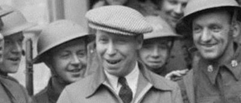 George_Formby_with_the_army_in_France,_1940_cropped